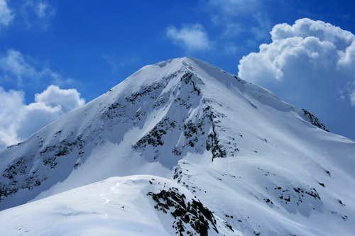 The North Ridge of Muratov (2669m)