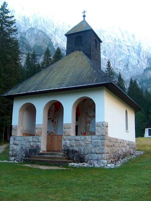 The chapel near the refuge Dom v Tamarju