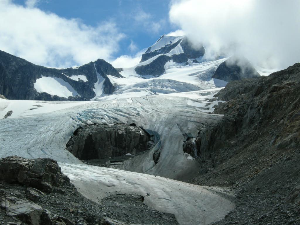 Looking up the Wedge Glacier