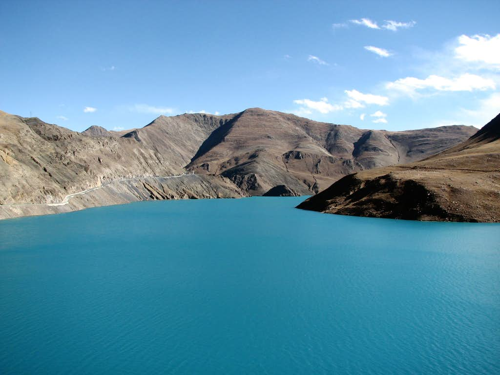 Turquoise lake in the Nyang Chu valley