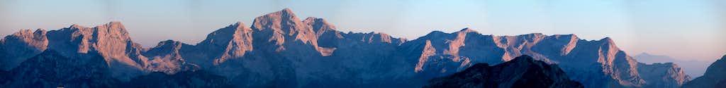 Panoramic sunrise from Zasavska koča (integral))