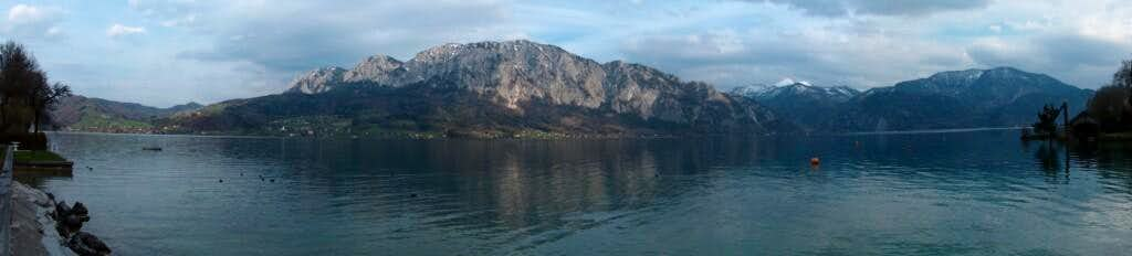 Attersee, view to the Höllengebirge