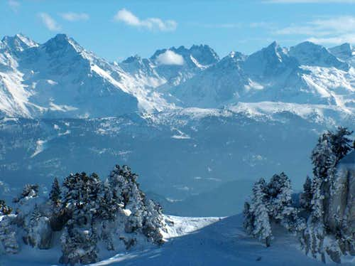 Looking to some high peaks of the main range of the Alps, from the Croix de l\'Alpe in the Chartreuse