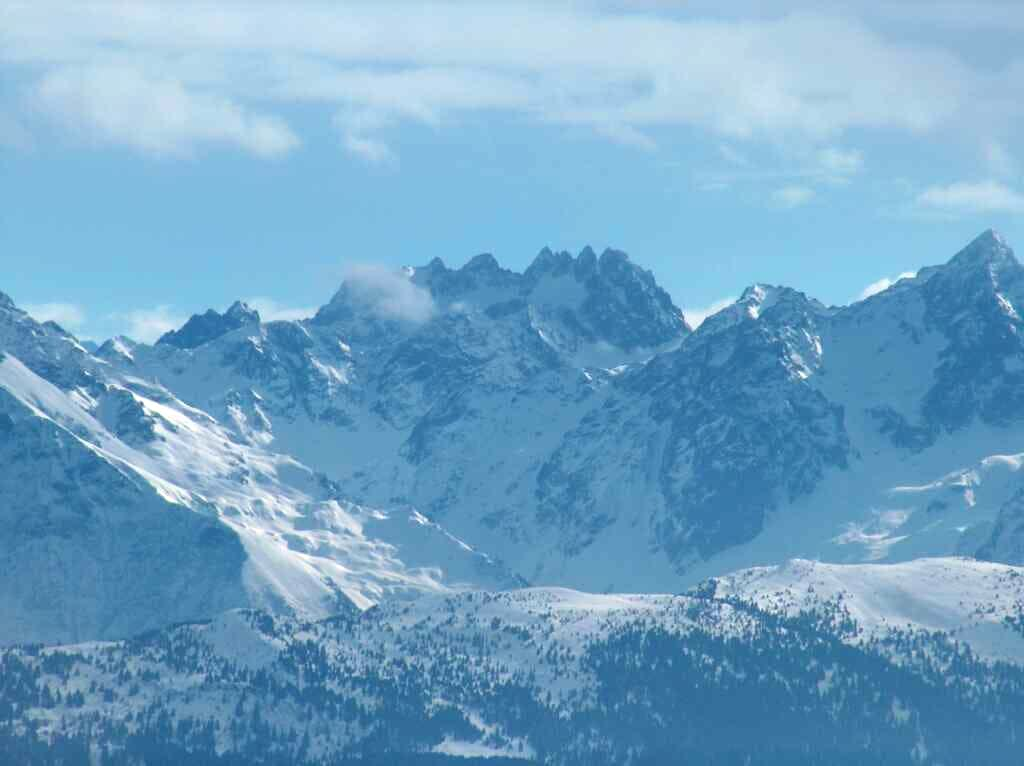 Looking to some high peaks of the main range of the Alps, from the Croix de l'Alpe in the Chartreuse