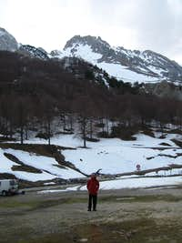 Tatxeras parking, under Ruzkia peak