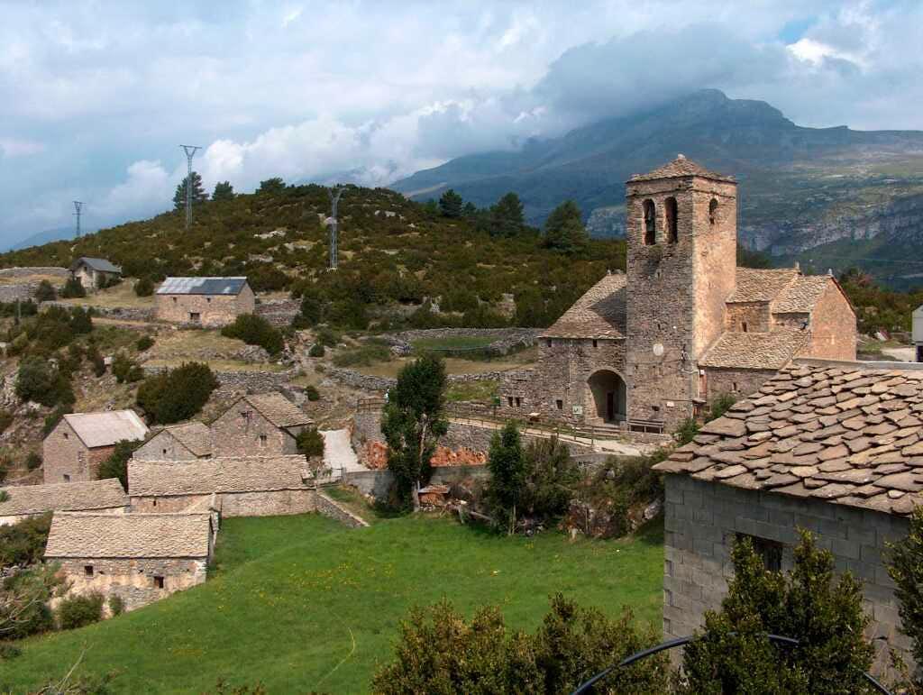Tella, village overlooking the Gargantas de Escuaín, Spannish Pirenees.