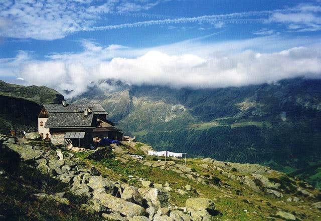Hochgallhütte above Rein...