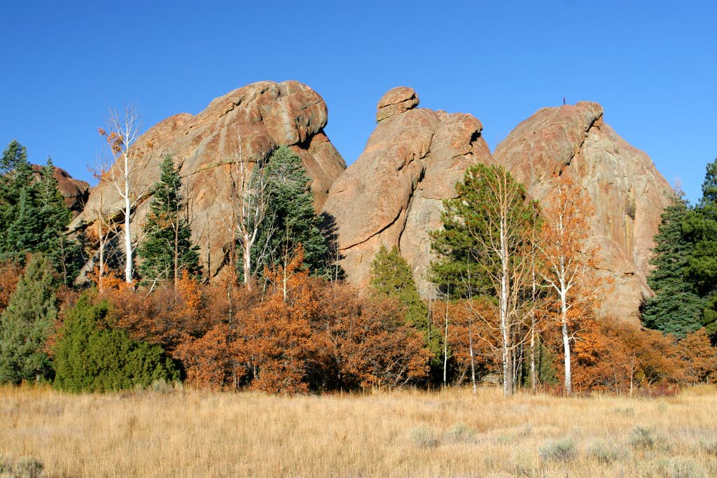 Tres Piedras Crags