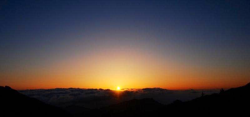 Sunrise during the climb toward Miyanoura-dake