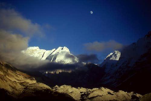 Kirant Chuli Moonrise