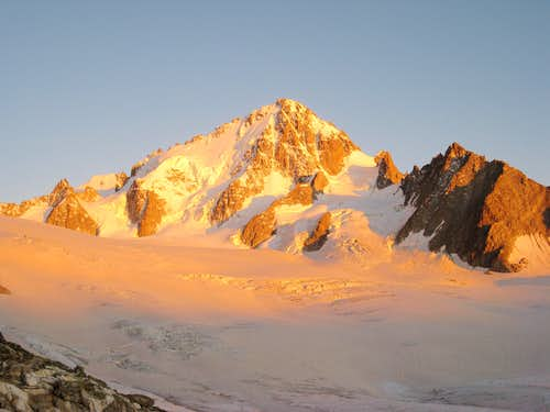Sunset on Aiguille du Chardonnet