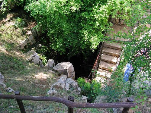 Baredine cave entrance