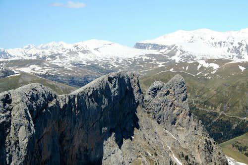 Walking the summit ridge of the Castillo Mayor