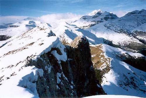 The ridge of the Castillo Mayor