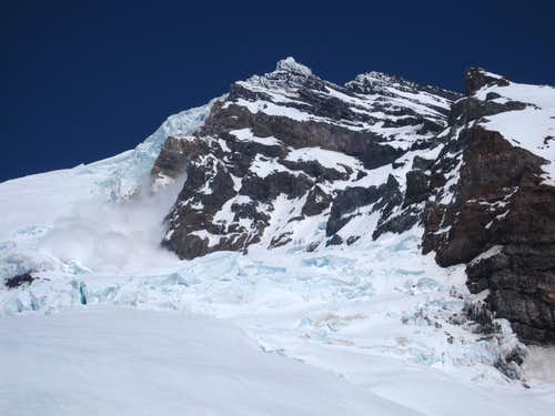avalanche on the Tahoma Glacier