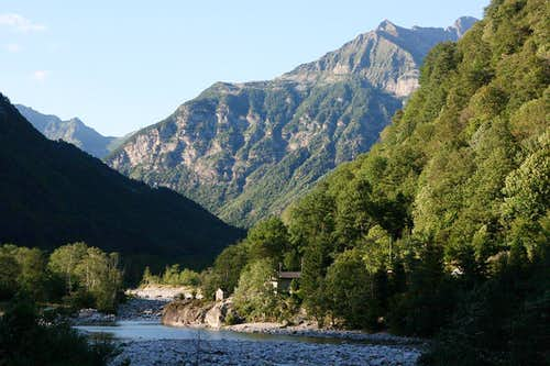 evening in the Verzasca valley