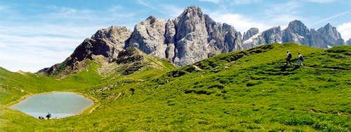 Along the pathway from Forcella Venegia <i>(2217m)</i> to Passo della Venegiota <i>(2303m)</i>