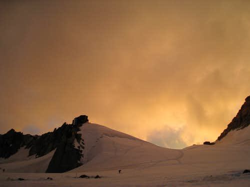 Cosmiques hut at sunset