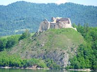 Castle Czorsztyn and Pieniny in background
