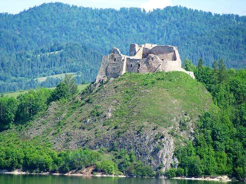 Castle Czorsztyn and Pieniny in background