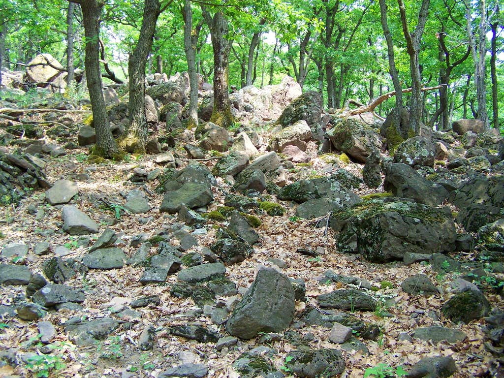 Volcanic rocks everywhere (Vár-bérc)