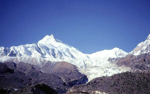 Looking up the Manaslu...