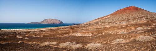 Isla de Montaña Clara and Montaña Bermeja