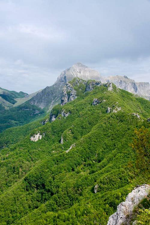 Monte Forato in front of Pania della Croce
