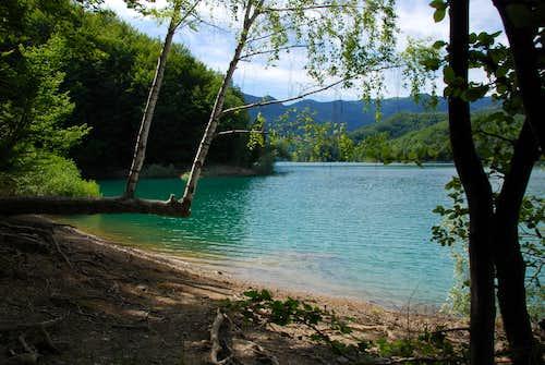 Brugneto Lake