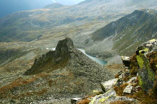 A minor peak called Sauwipfel (2657 m) with Waldner See behind