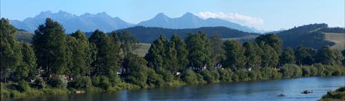 The Tatras from the bridge between Sromowce Niżne and Czerwony Klasztor