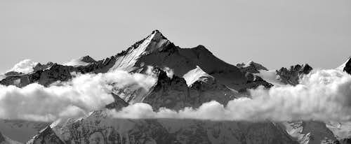 B&W Mountain Photo