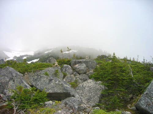 Cairns along ridge above Upper Dewey Lake