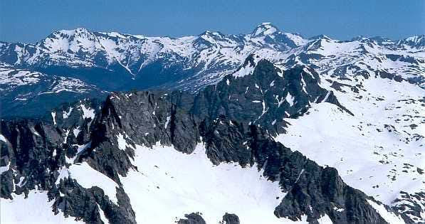 Looking from the summit of the South Besiberri to the Montardo