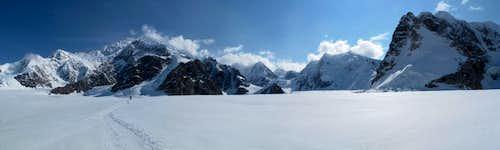 Skiing Denali 09
