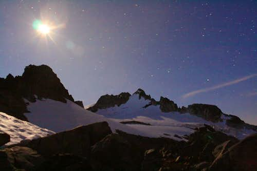 Night 2 on Ptarmigan Traverse: 1 min exposure of moon over Dome Peak