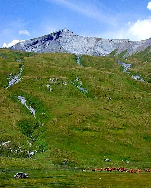 Lancebranlette (2927 m) above...