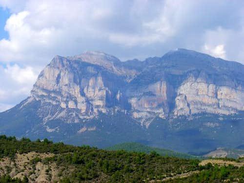The Peña Montañesa (2291m)...