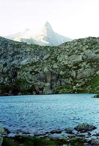 Lake of la Glère, climbing the Turon de Néouvielle