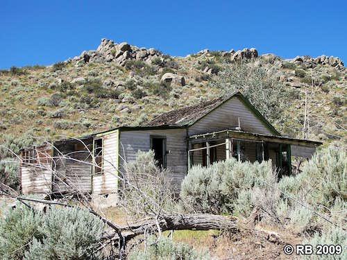 Contact, Nevada ruins