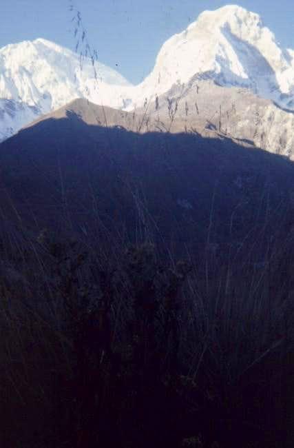Huascaran Peaks, Sur on left,...