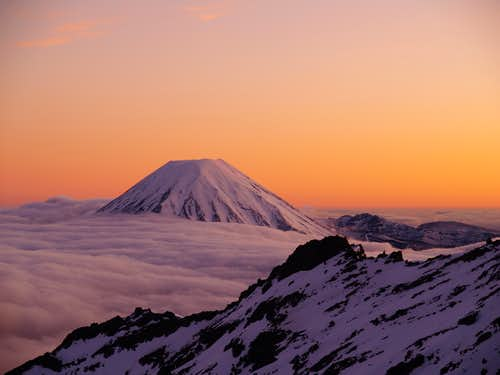 Ruapehu and Ngauruhoe at sunrise