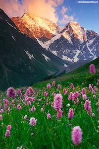 Donguz Orun Peak