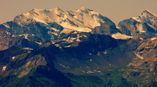 Bluemlisalp with Schilthorn in the foreground