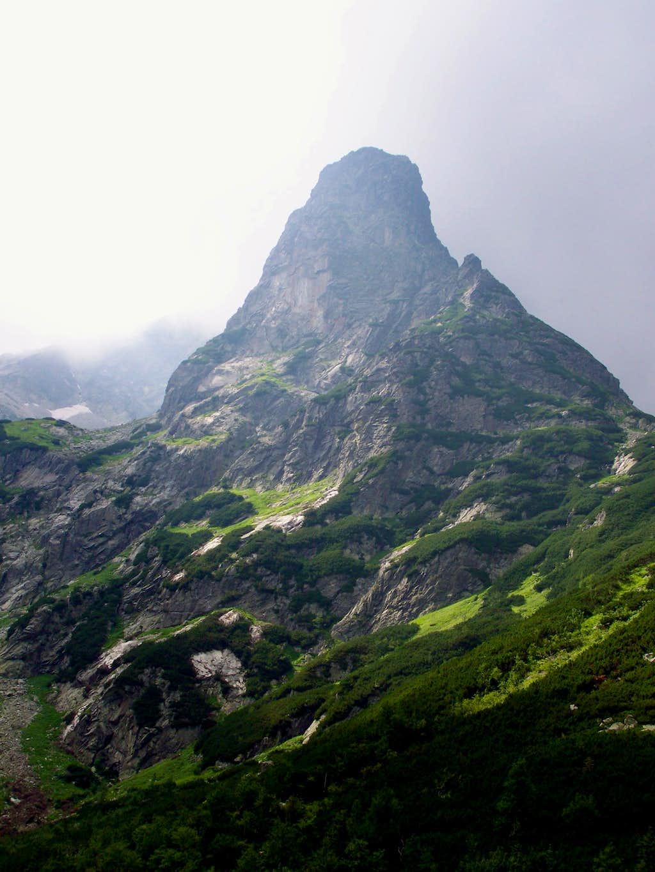 Jastrabia veža/Karbunkulus-torony (2139 m)