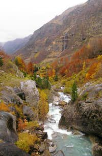 Pineta valley in the fall. 2005.10.30