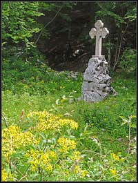 The memorial cross on Golobar meadow