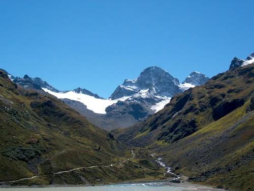 Piz Buin seen from the path...
