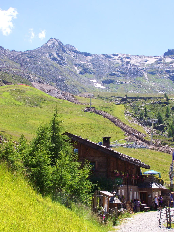Grünbodenhütte and Karjoch above it