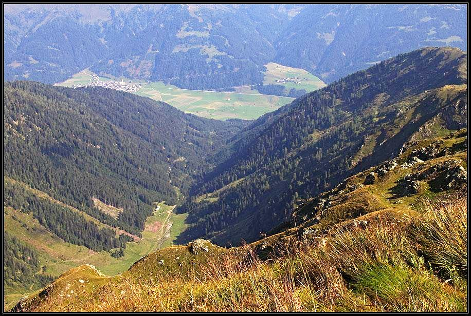 Obertilliach from Reiterkarspitz / Monte Cecido
